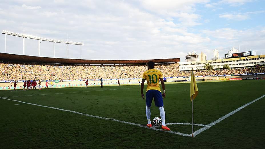 Neymar durante partida contra o Panamá nesta terça-feira (03) no estádio Serra Dourada, em Goiânia