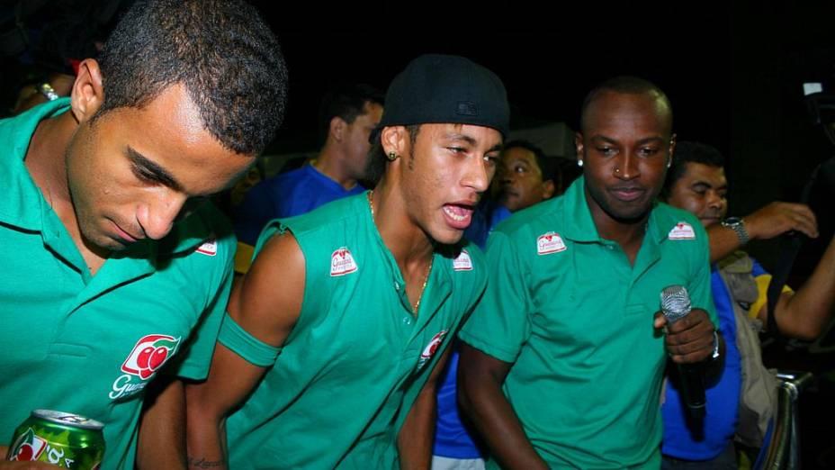 Neymar, Lucas e Thiaguinho curtem o carnaval de Salvador (19/02/2012)