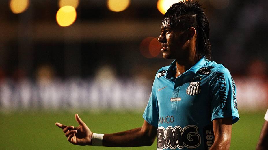 Neymar durante a partida entre Corinthians e Santos no Pacaembu