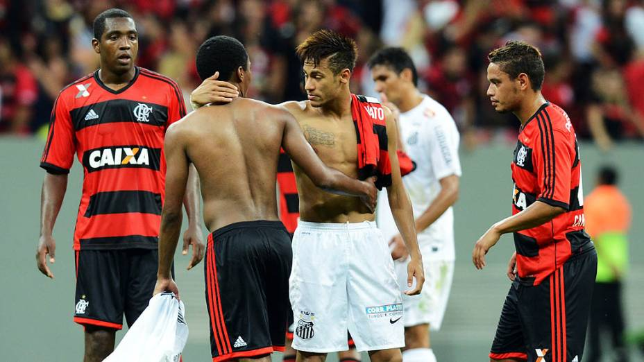 O jogador Neymar do Santos depois do fim da partida entre Santos SP e Flamengo RJ pela primeira partida do Campeonato Brasileiro 2013 em Brasília