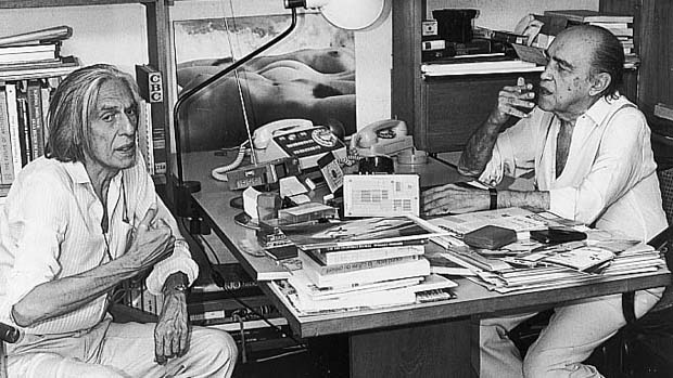 Ferreira Gullar entrevistando o arquiteto Oscar Niemeyer, em 1978