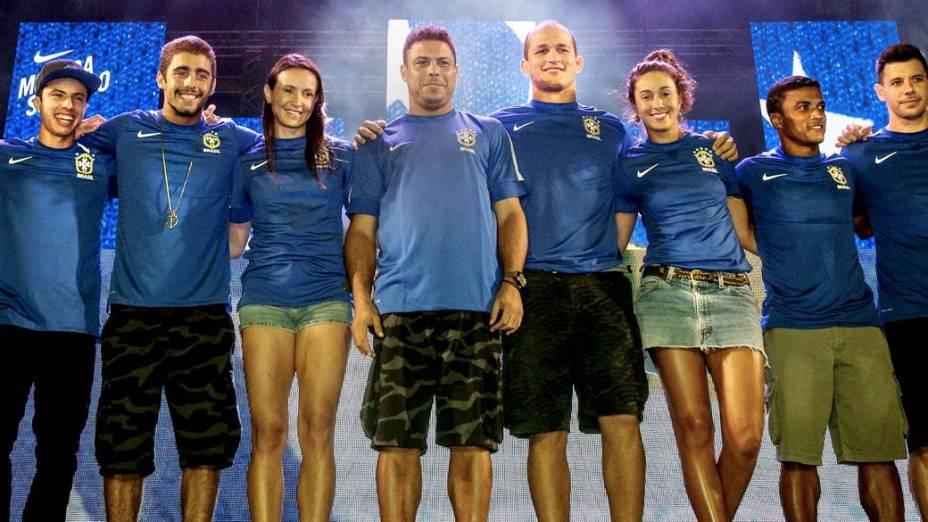 Ronaldo, Cigano e Maurren Maggi, entre outros, participam do lançamento da nova camisa reserva da seleção, no Rio de Janeiro