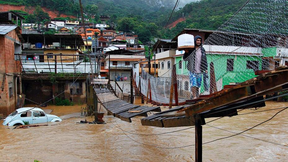 Alagamento no bairro Córrego DAntas, em Nova Friburgo: cidade revive o medo dos temporais