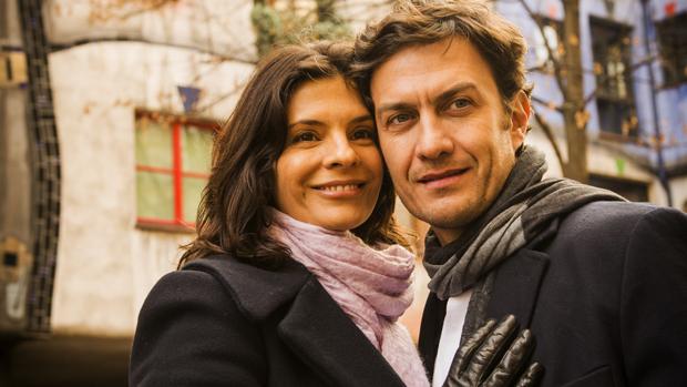 Verônica (Helena Ranaldi) e Laerte (Gabriel Braga Nunes) na novela Em Família