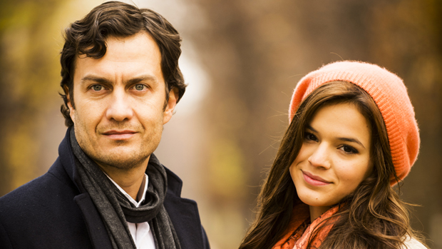 Laerte (Gabriel Braga Nunes) e Luiza (Bruna Marquezine) na novela Em Família