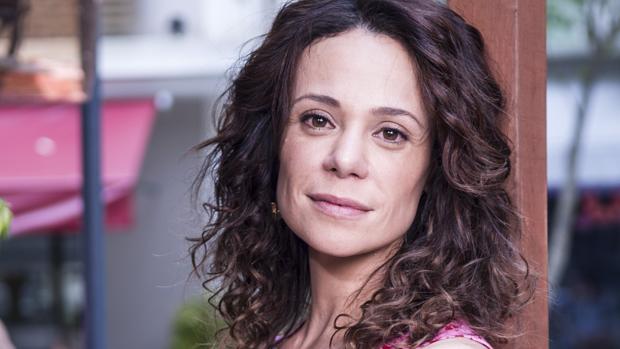Juliana (Vanessa Gerbelli) na novela Em Família