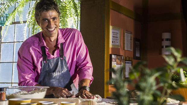 Cadu (Reynaldo Gianecchini) na novela Em Família