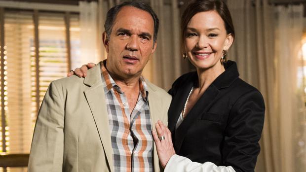 Virgílio (Humberto Martins) e Helena (Julia Lemmertz)