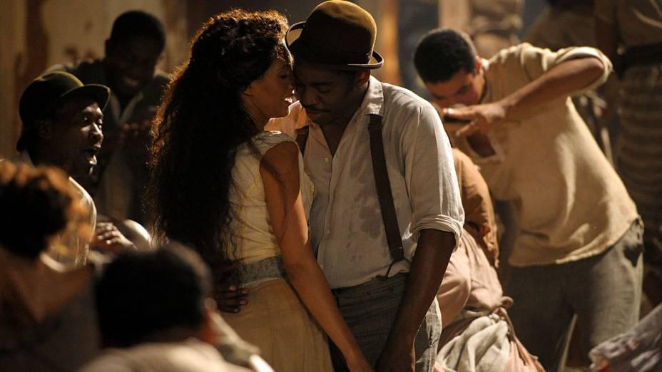 Isabel (Camila Pitanga) e Zé Maria (Lázaro Ramos) dançam em Lado a Lado