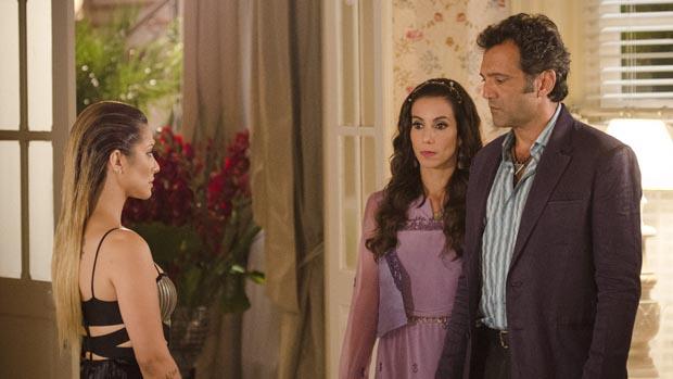 Ayla (Tânia Khalil) flagra Bianca (Cléo Pires) conversando com Zyah (Domingos Montagner) e diz que ele nunca mais será dela