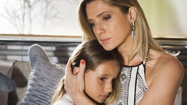 Raissa (Kiria Malheiros) e Antonia (Letícia Spiller) na novela Salve Jorge