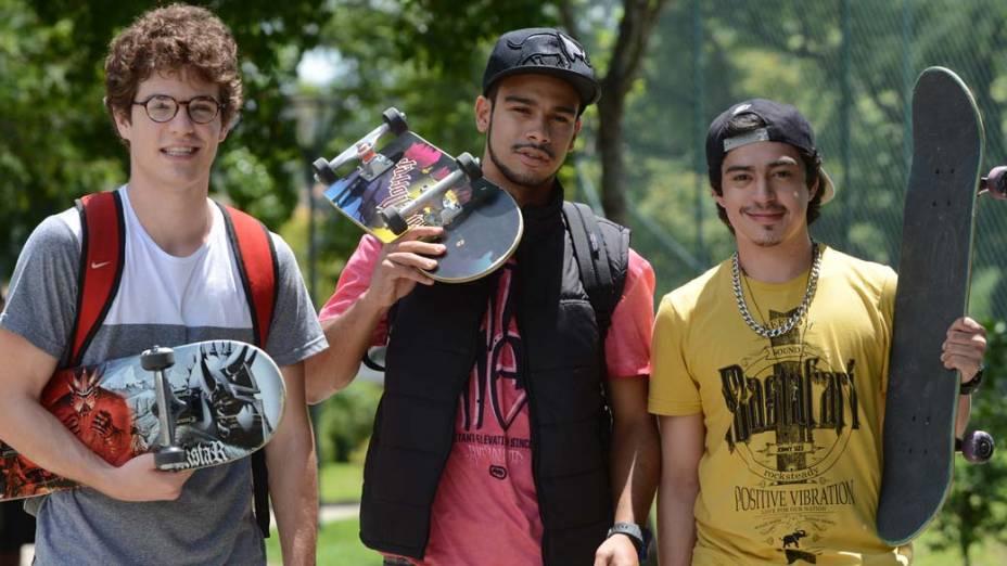 Jonas (Sérgio Malheiros), Vinny (Maurício Destry) e Douglas (Pedro Inoue) na novela Sangue Bom