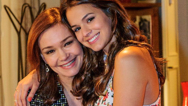 Helena (Julia Lemmertz) e a filha Luiza (Bruna Marquezine)