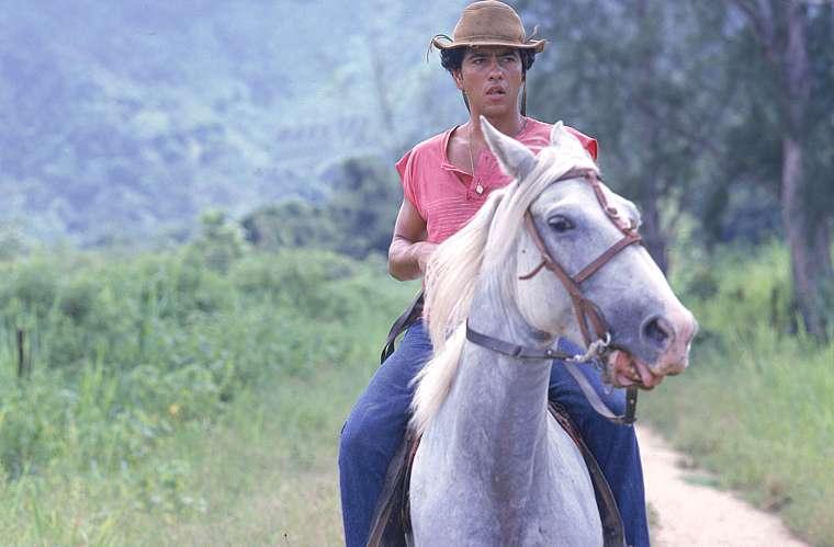 Em Renascer, de 1993, da Rede Globo, o fazendeiro Zé Inocêncio (Antônio Fagundes) tinha uma relação de ódio com o filho João Pedro (Marcos Palmeira, na foto acima).