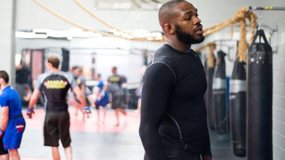 O americano Jon Jones é o atual campeão meio-pesado do UFC