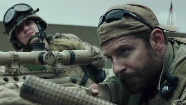 O ator Bradley Cooper em cena do filme 'American Sniper'<br><br>