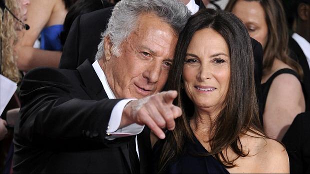 O ator Dustin Hoffman e a esposa, Lisa Gottsegen, no Globo de Ouro