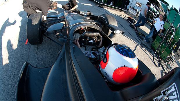 O brasileiro Rubens Barrichello em testes com o carro da KV Racing em janeiro