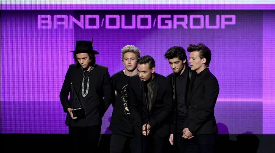 OOne Directionrecebe o troféu de melhordisco pop/rock, comMidnight Memories. Além deste, o grupo foi comtemplado porbanda favoritae artista do ano, prêmio máximo da cerimônia