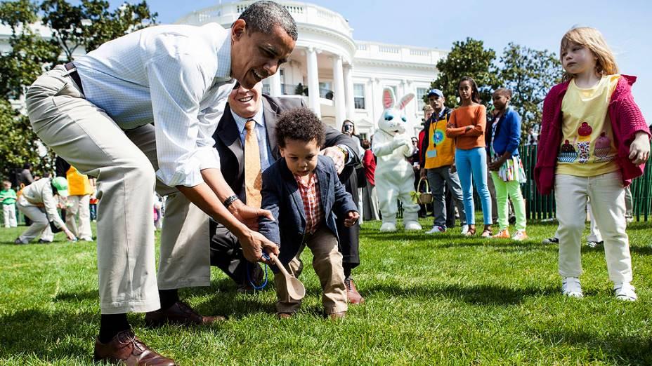 Presidente dos Estados Unidos, Barack Obama inicia uma competição entre crianças no gramado sul da Casa Branca, tradicional rolo de ovos de Páscoa , em Washington