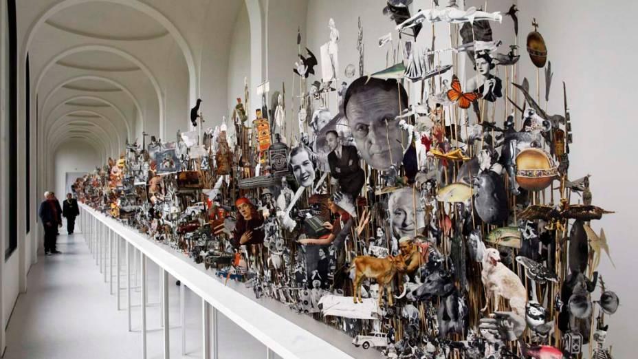 """Obra """"Leaves of Grass"""", do artista Geoffrey Farmer, na exposição """"dOCUMENTA (13)"""" em Kassel, Alemanha"""