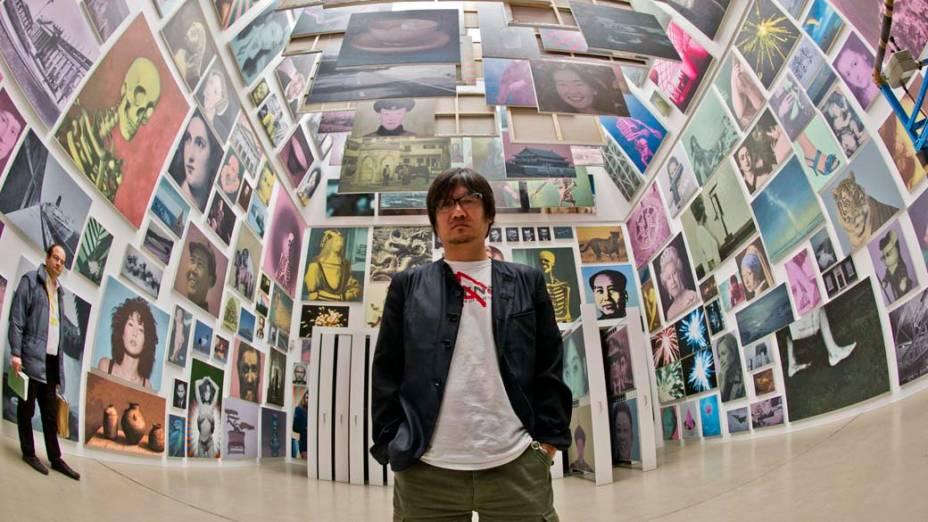 """O artista chinês Yan Lei em sua instalação """"Limited Art Project"""" durante a exposição """"dOCUMENTA (13)"""" em Kassel, Alemanha"""