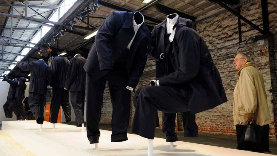 "Obra ""Ghost Keeping"", do artista húngaro Istvan Csakany, na exposição ""dOCUMENTA (13)"" em Kassel, Alemanha"