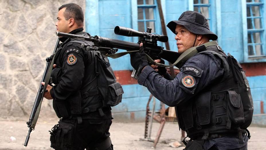 """Membros do BOPE durante a operação """"Choque de Paz"""", que tem o objetivo de ocupar a Rocinha para a implantação da UPP - 13/11/2011"""