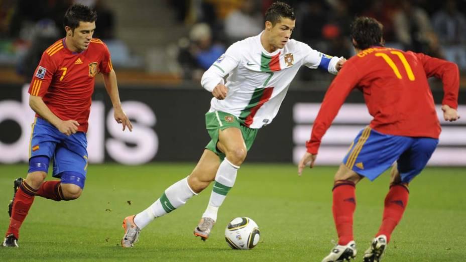 Cristiano Ronaldo, que foi capitão da seleção portuguesa na Copa de 2010, durante o jogo contra a Espanha, na África do Sul