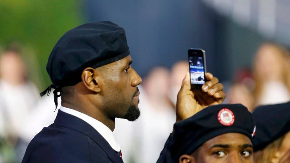 O jogador de basquete LeBron James durante a apresentação da delegação americana na Olímpiada de Londres