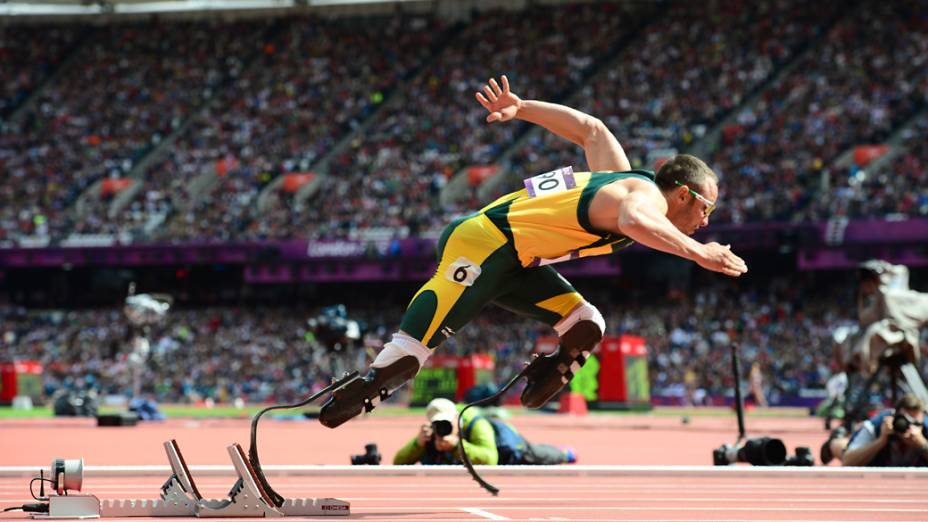 Oscar Pistorius, atleta sul-africano com pernas amputadas, estreia na Olimpíada e conquista a vaga nas semifinais dos 400 metros