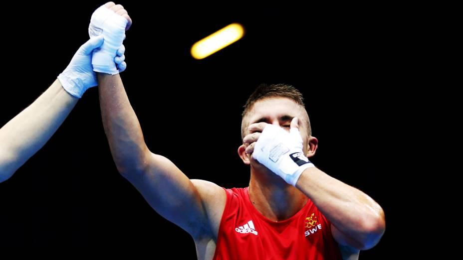 Anthony Yigit, da Suécia, reage após derrotar o porto-riquenho Vargas Ramires na categoria até 64Kg durante os Jogos Olímpicos de Londres