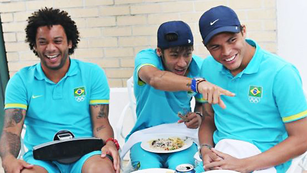 Jogadores da seleção brasileira se confraternizam em churrasco na concentração após classificação para a final dos Jogos Olímpicos de Londres em 08/08/2012