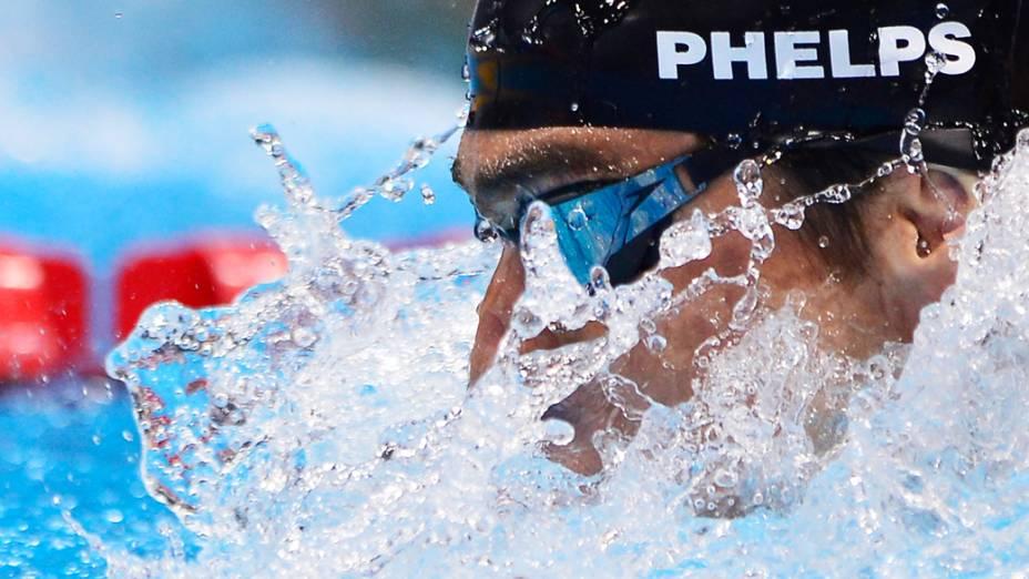 Michael Phelps compete para ganhar o ouro no individual, na final dos 200m medley nos Jogos Olímpicos de Londres de 2012