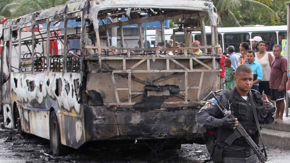 Na quarta-feira, dia 24 de novembro, ônibus atacado em Vicente de Carvalho, no Rio de Janeiro
