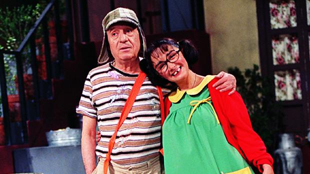 Os atores Maria Antonieta de Las Nieves (Chiquinha) e Roberto Bolaños (Chaves), em cena do programa Chaves