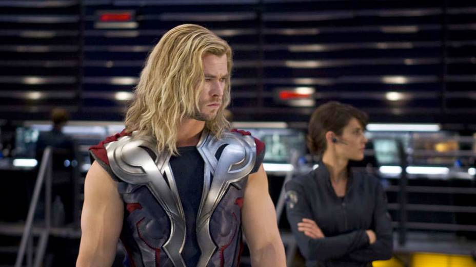 Chris Hemsworth interpreta Thor no filme Os Vingadores