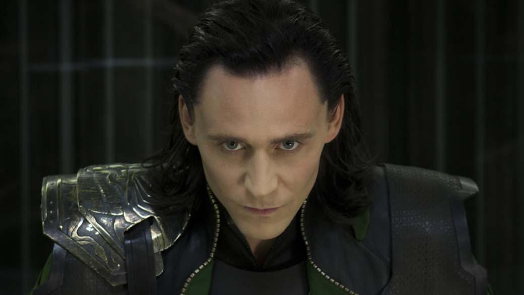 Tom Hiddleston, que vive Loki, o vilão de Os Vingadores