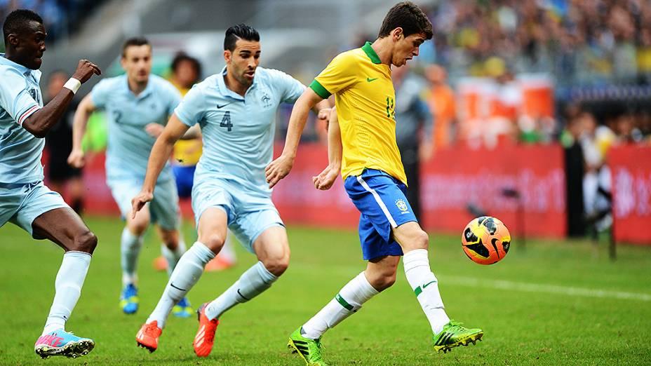 Oscar durante partida contra França, amistoso de preparação para a Copa das Confederações realizada no Arena do Grêmio