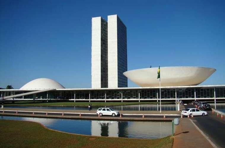 Na Praça dos Três Poderes, de 1960, os edifícios representam o Executivo, o Judiciário e o Legislativo
