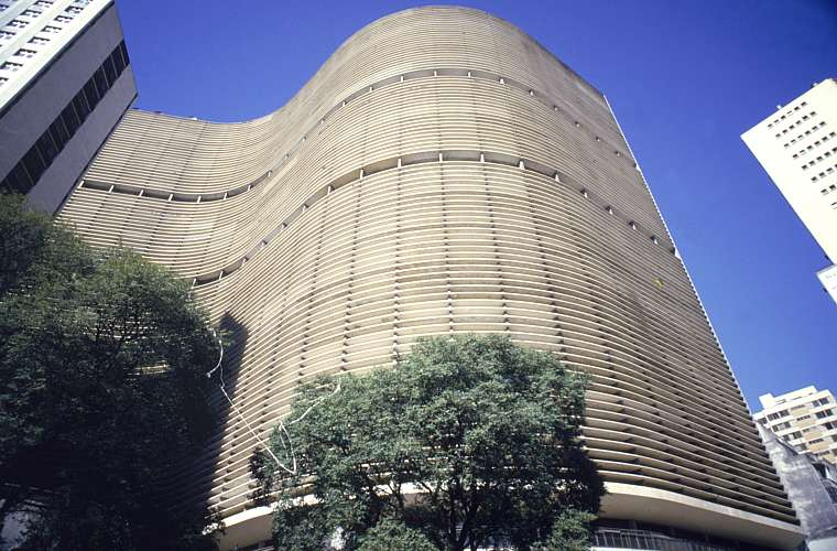O Edifício Copan, localizado no centro de São Paulo, foi inaugurado em 1966. A construção permanece sendo a maior estrutura de concreto armado no país