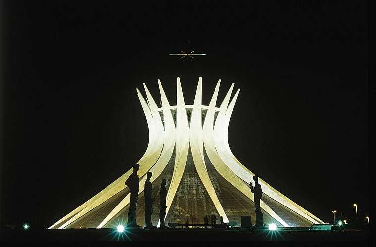 A Catedral de Brasília foi projetada em 1958, mas, devido a dificuldades jurídicas, só foi inaugurada em 1970