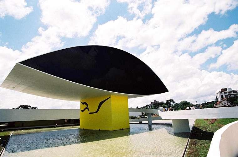 Estima-se que o orçamento para a construção do Museu Oscar Niemeyer, em Curitiba, tenha sido de 14 milhões de reais. A obra foi inaugurada em 22 de novembro de 2002