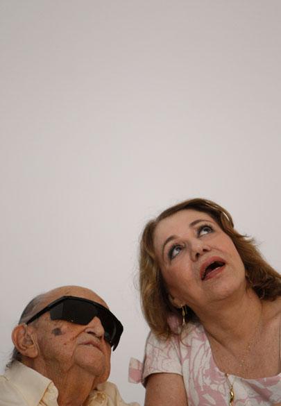 2010 - Arquiteto Oscar Niemeyer e a esposa Vera Lúcia durante o aniversário de 103 anos na inauguração da Fundação Oscar Niemeyer