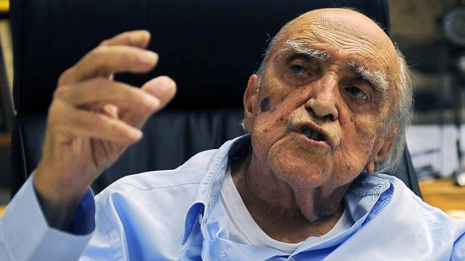 O arquiteto Oscar Niemeyer durante seu aniversário de 102 anos no Rio de Janeiro, em 2009