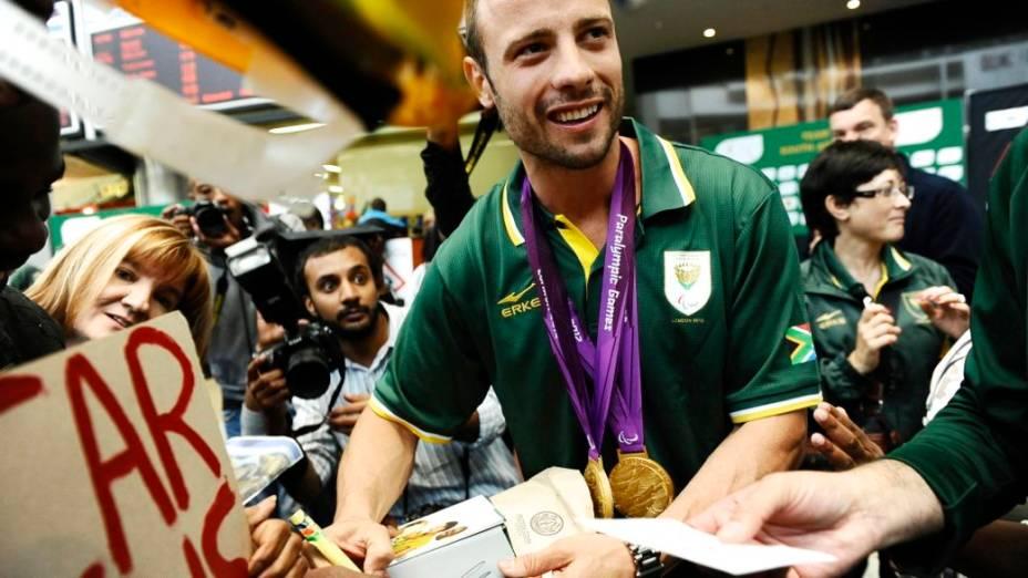 Oscar Pistorius é homenageado no retorno à África do Sul depois da participação na Paralimpíada de Londres-2012