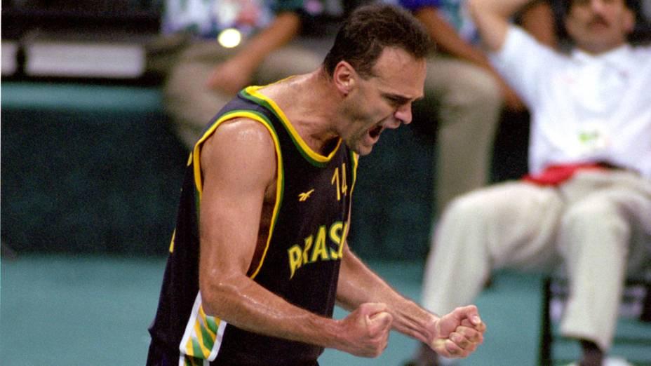 Oscar Schmidt durante jogo em Atlanta (1996) contra Porto Rico