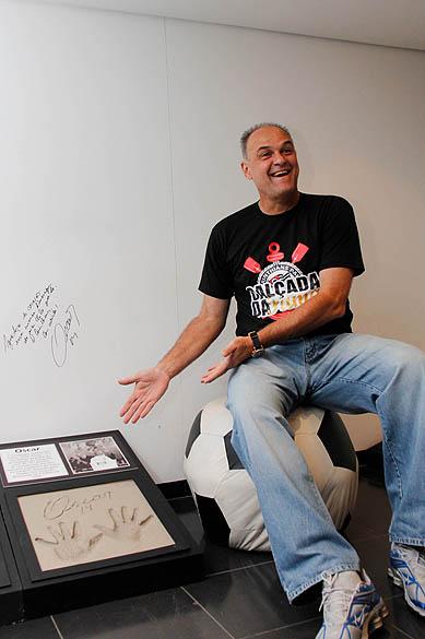 Oscar Schmidt recebe homenagem do Corinthians