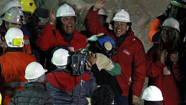 Com Osman Araya, equipe inicia resgate dos mineiros considerados mais frágeis fisicamente