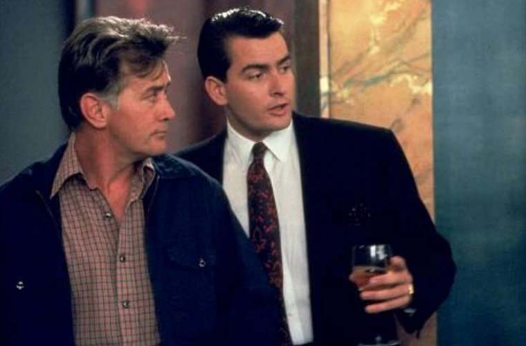 Martin Sheen e Charlie Sheen estrelaram juntos o longa Wall Street - Poder e Cobiça, dirigido por Oliver Stone, em 1987.